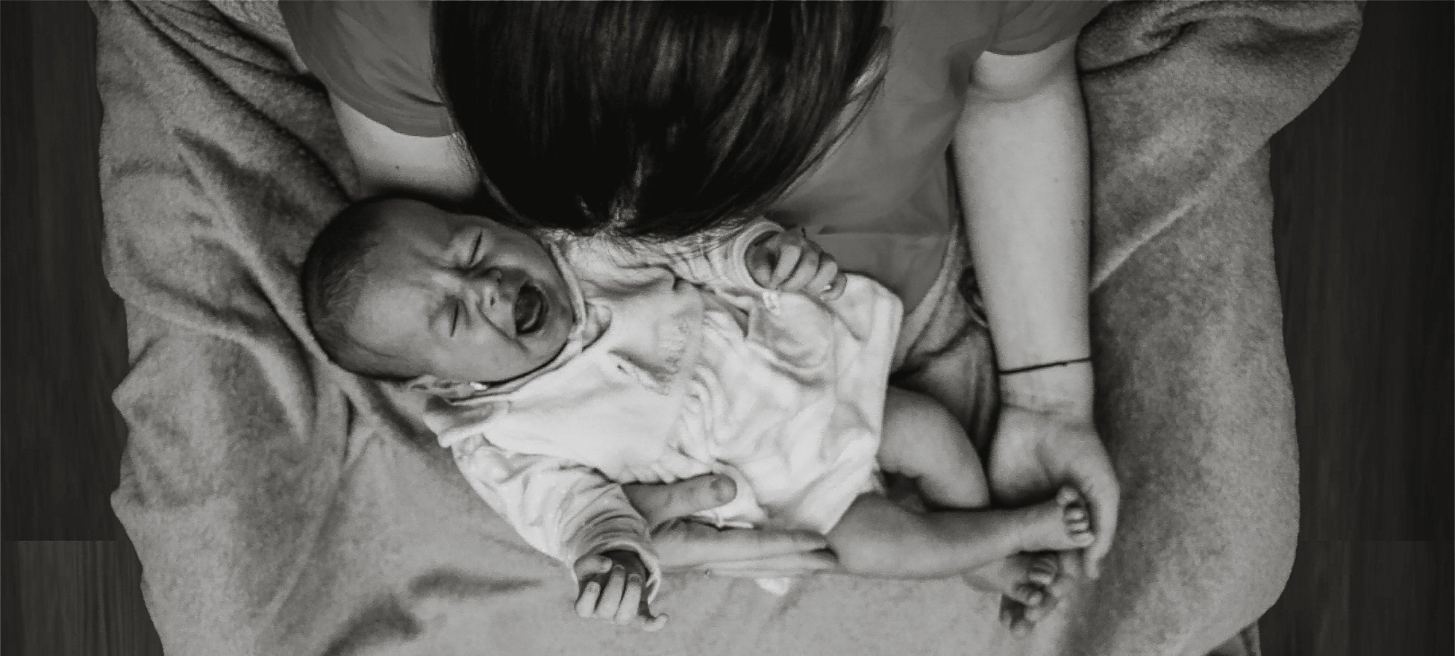 Mai da sole. Le difficoltà di una madre.